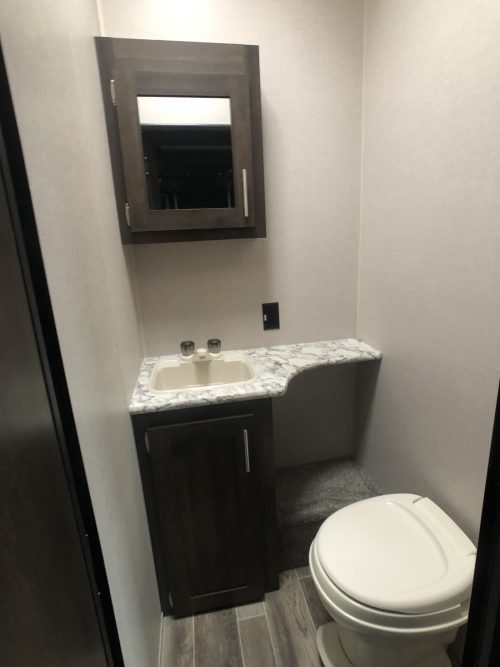 KZ-Sporster-343TH11-1:2-Bathroom