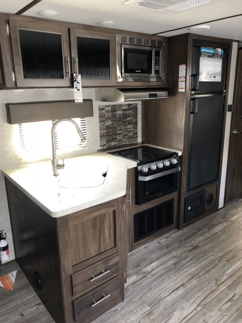 2019-Cherokee-Alpha Wolf-26DBH-L-Kitchen
