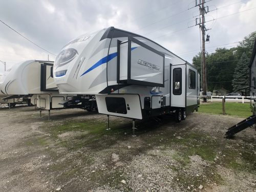 2019-305ML-Center-Living-Acrtic-Wolf-Fifth-Wheel