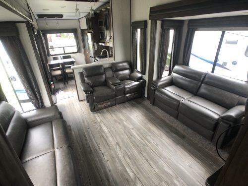 2019-Arctic-Wolf-305ML-Mid-Living-Fifth-Wheel