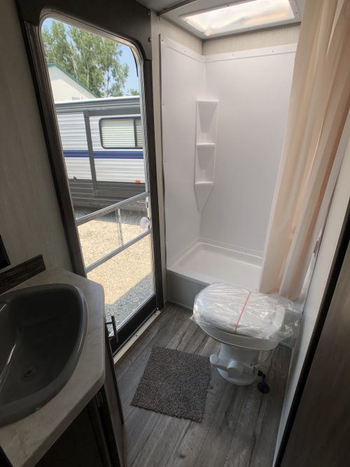 2019-cherokee-274DBH-Bathroom-