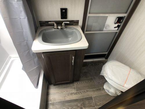 2019-Cherokee-294BH-Master-Bathroom