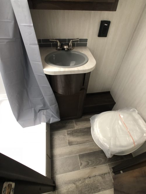 2019-Grey-Wolf-29BH-Bathroom