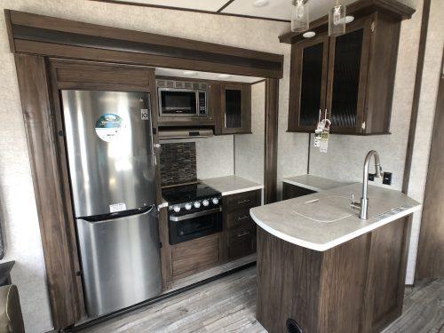 2019-Arctic-Wolf- 295QSL-Kitchen