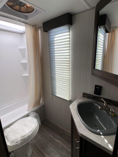 2019-cherokee-264DBH-Master-Bathroom