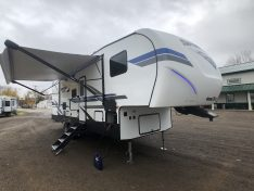 Fiberglass exterior of the Sportsmen 281BHK fifth wheel.