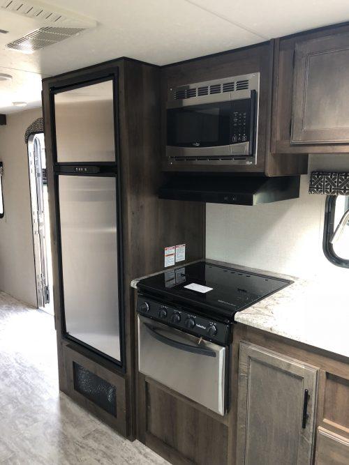 2019-Spree-241RLK-Kitchen