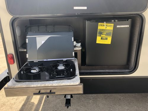 2019-Spree-Connect-241RLK-Outside-Kitchen