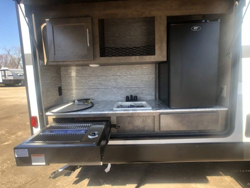 Full-outside-kitchen-with-grill