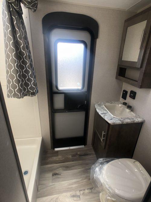 Large-Master-bathroom
