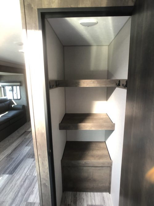 2020-KZ-Connect-Walk-in-pantry