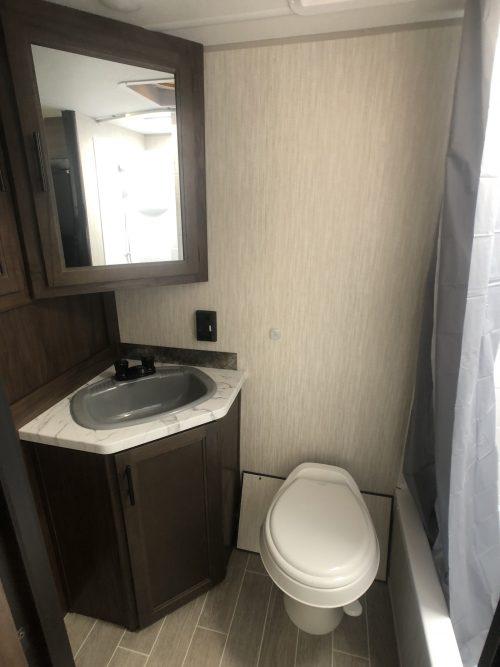 Grey-Wolf-24JS- Bathroom